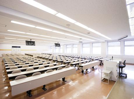 B402教室(B館4階)